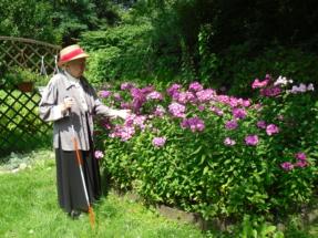 Kamilla Sycz w ogrodzie