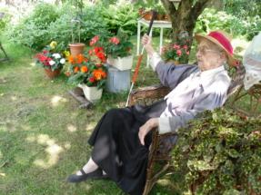 Kamilla Sycz w ogrodzxie 3