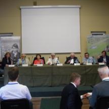 Krystyna Oleksy (prowadzenie), Prof. Zbigniew Kączkowski Halina Birenbaum, Dr Janina Iwańska, Roman Kent, Marian Turski, Christ